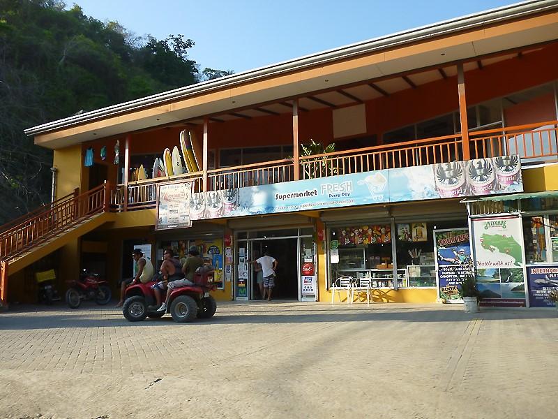 Santa Teresa Beach stores